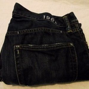 GAP Womens Straight Cut jeans Sz 32, distressed